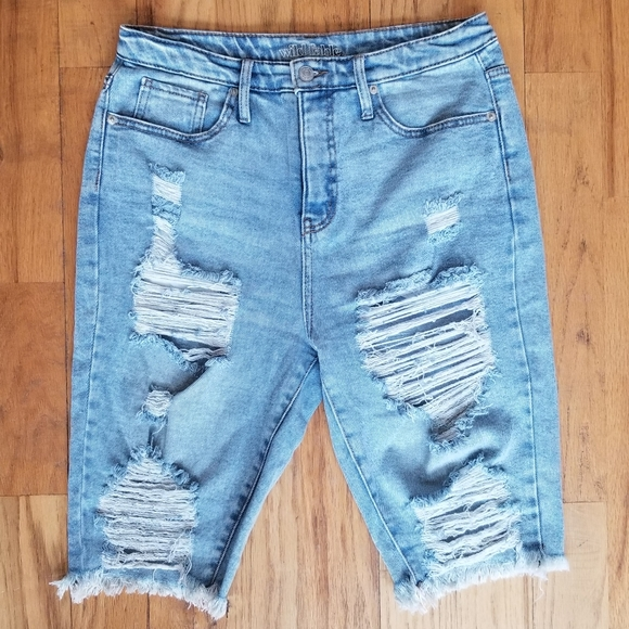 WILD FABLE GREAT COND RIP HI WAIST MOM JEAN SHORTS